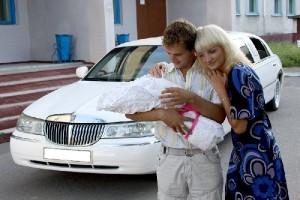 встреча-из-роддома-на-лимузине-киев-заказ-лимузина-из-роддома-в-киеве-встретить-на-лимузине-из-роддома-киев-из-роддома-на-лимузине-300x200