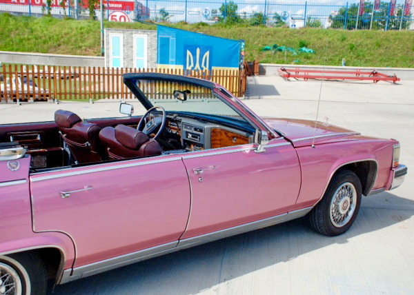 Cadillac Fleetwood cabrio розовый