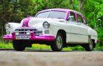 Ретро автомобиль ZIM GAZ-12 бело-розовый на свадьбу код 204