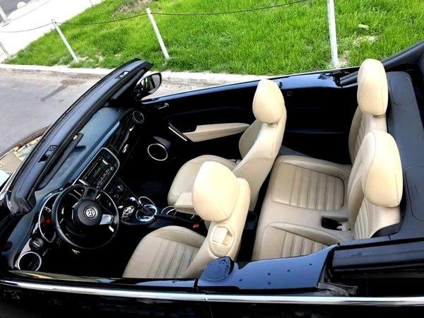 Кабриолет Volkswagen Beetle черный