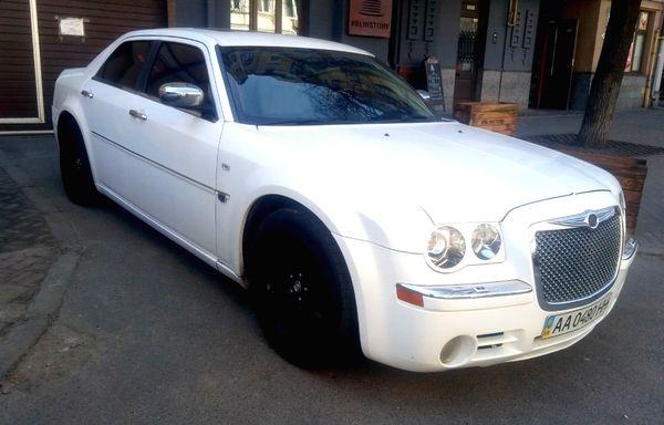 Chrysler 300C белый прокат аренда киев