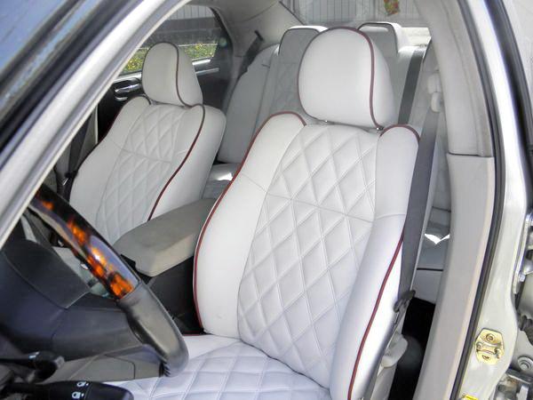 Chrysler 300C белый с черной крышей