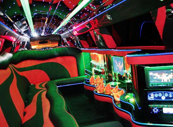 Chrysler 300C Limo Red бордовый красный лимузин