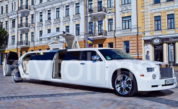 Chrysler 300C Rolls Roys Phantom white