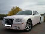Chrysler 300C бело-розовый перламутр аренда авто Киев цена
