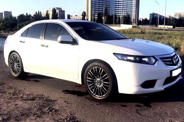 Honda Accord белая арендовать с водителем