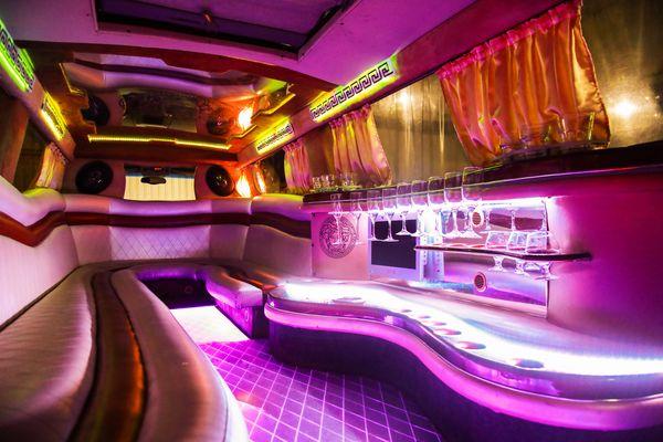 Infiniti QX56 белая прокат аренда лимузина на свадьбу девичник день рождения