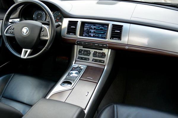 Jaguar XF белый прокат аренда на свадьбу