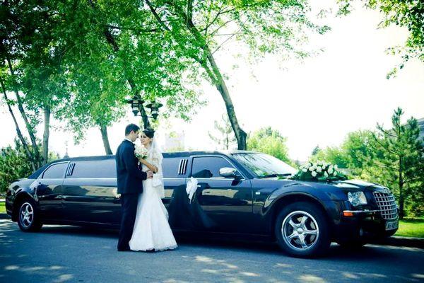 Limuzin-Chrysler 300С черный лимузин на свадьбу