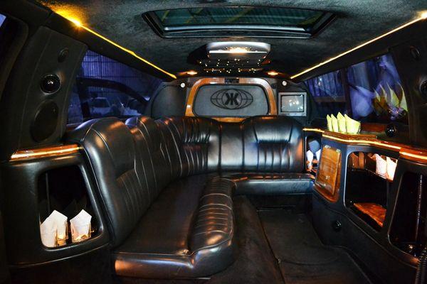 Limuzin-Lincoln-Town-Car черный лимузин аренда