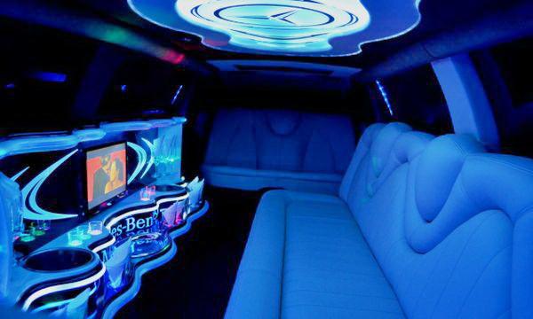 Limuzin-Mercedes-Benz-W221 мерседес лимузин на свадьбу