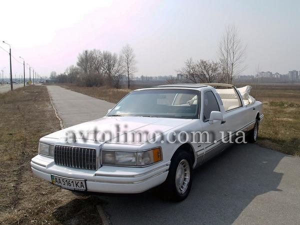 Lincoln Town Car white cabrio