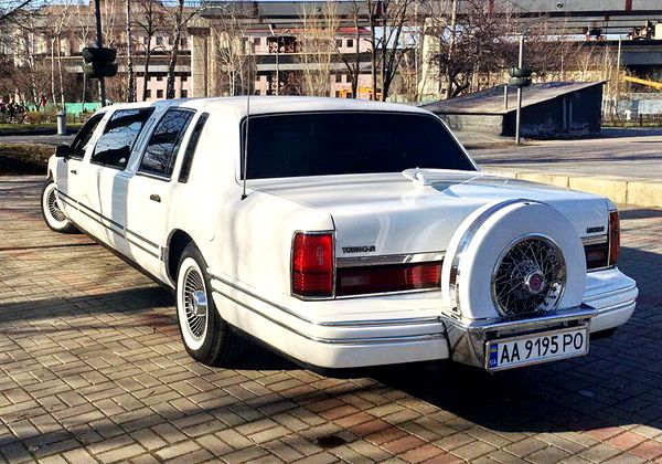 Lincoln Town Car белый 1997 заказать на прокат