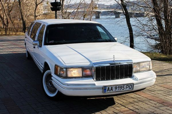 Лимузин Lincoln Town Car прокат аренда