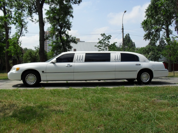 Lincoln Town Car white