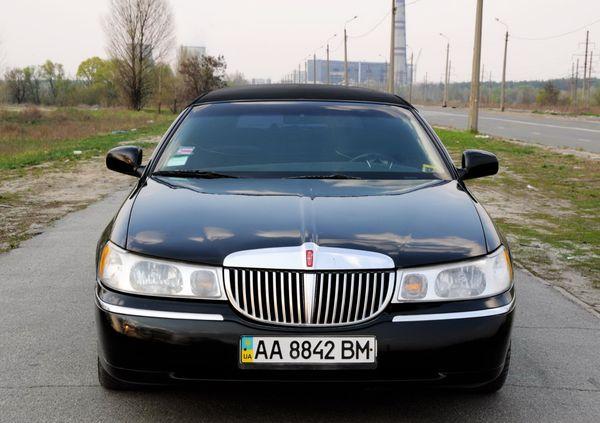 Lincoln Town Car аренда черного лимузина на прокат в Киеве