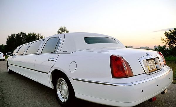Lincoln Town Car 120 белый аренда лимузина
