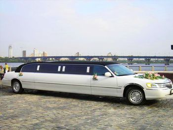 Lincoln Town Car white black