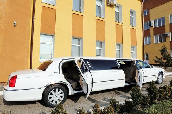 Lincoln Town Car аренда лимузина на свадьбу