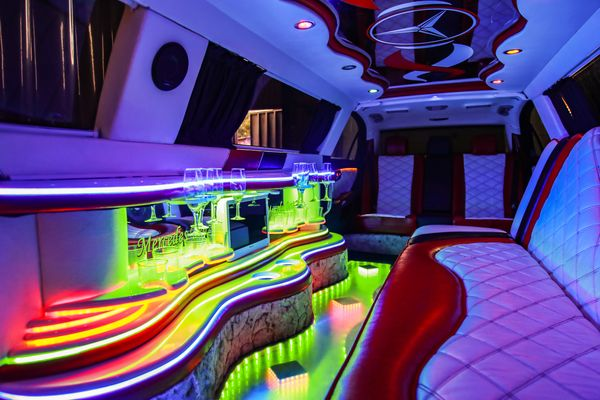 Mercedes W221 S600 прокат лимузин мерседес на свадьбу аренда