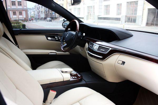 Mercedes W221S550L черный прокат аренда