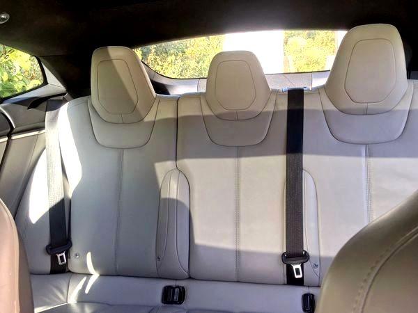 Tesla Model S90d на прокат сводителем
