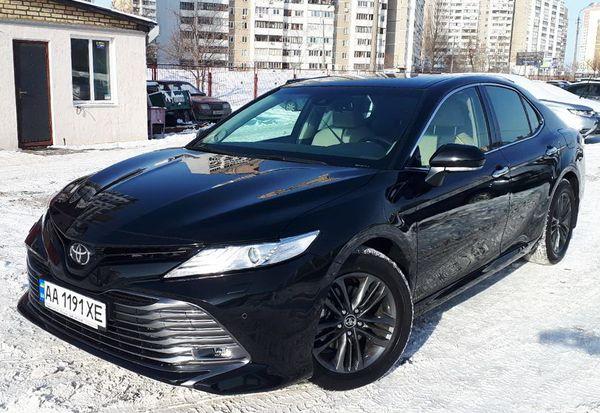 Toyota Camry V70 черная 2019 заказать на свадьбу киев