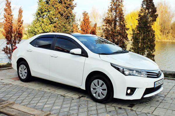 Toyota Corola белая авто на свадьбу