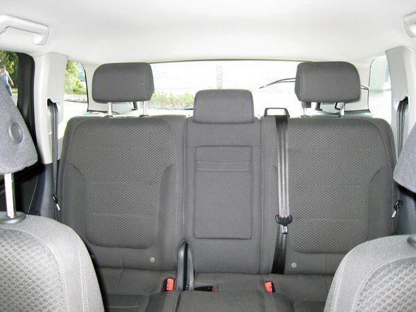 Volkswagen Touareg белый джип