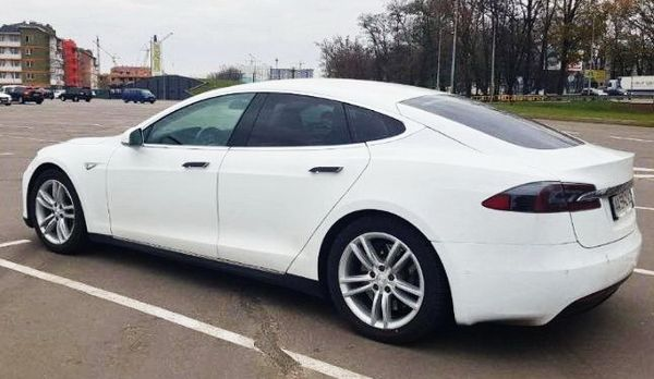 Авто на свадьбу TESLA Model S75 белая