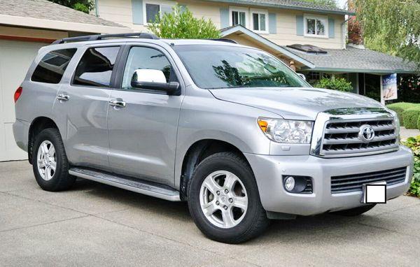 Toyota Sequoia серебристая внедороник прокат
