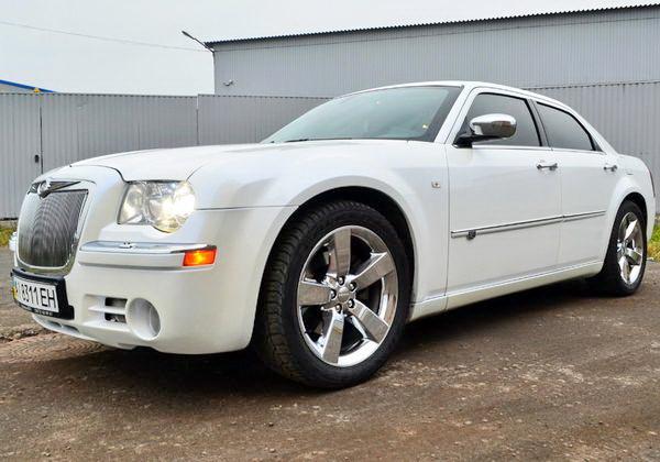 Chrysler 300C белый авто на свадьбу