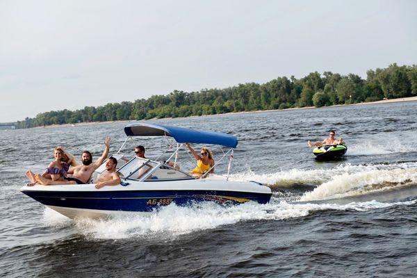 Прокат аренда катеров яхты лодки на девичник Киев