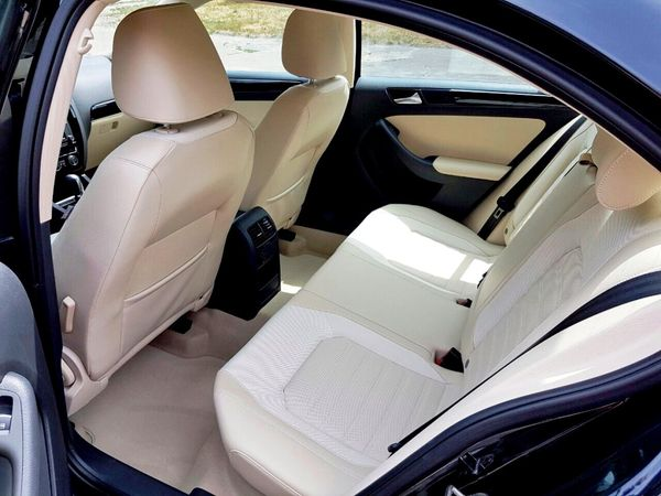 Volkswagen Jetta черный на прокат