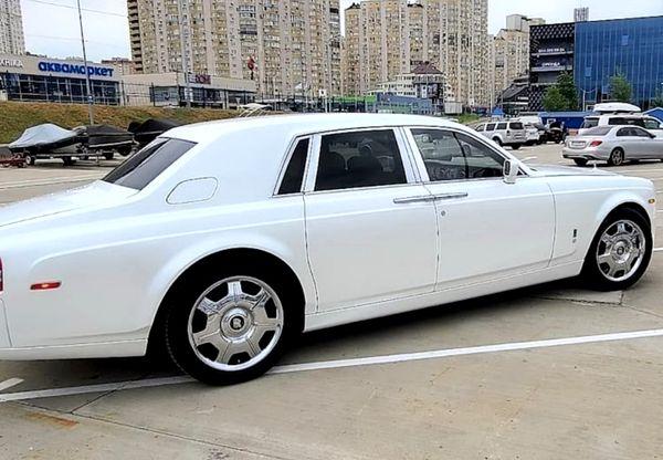 Rolls Royce Phantom белый заказать на прокат на свадьбу в аренду