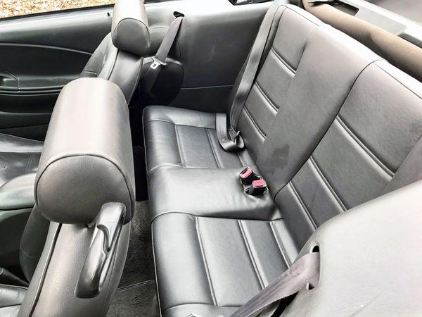Ford Mustang кабриолет серебристый