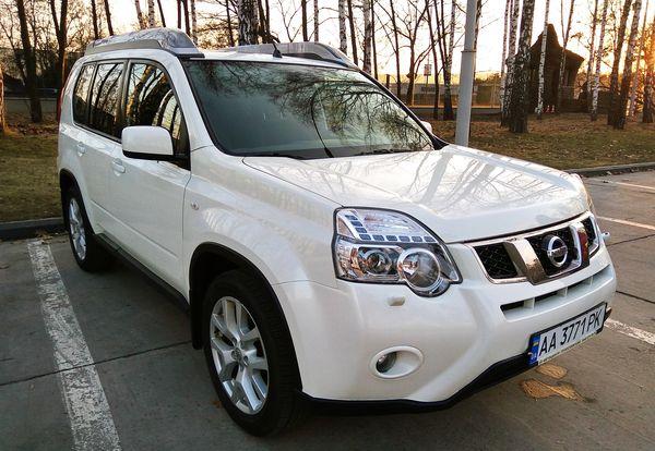 Внедорожник Nissan X-Trail белый аренда