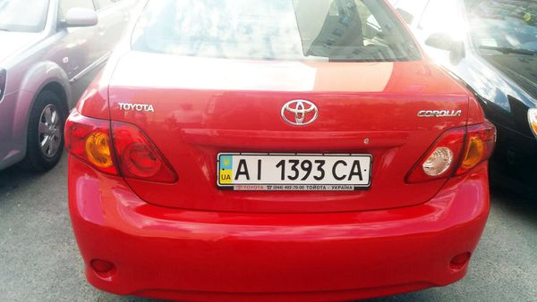 Toyota Corolla красная арендовать в киеве