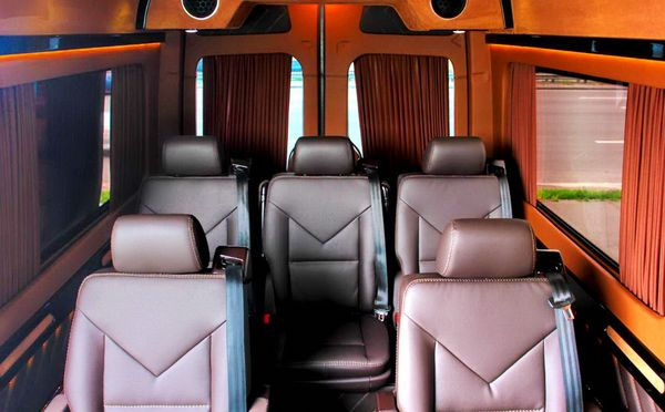 Микроавтобус Mercedes Sprinter черный VIP на прокат в киеве