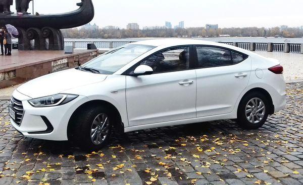 Hyundai Elantra белая 2018 арендовать на свадьбу