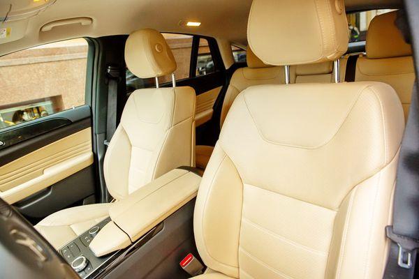 Внедорожник Mercedes GLE заказать на свадьбу