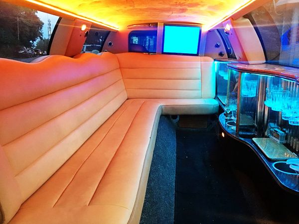 Лимузин Lincoln Town Car 120 аренда на свадьбу