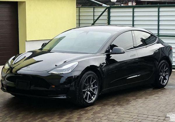 Tesla Model 3 черная заказать аренду на свадьбу